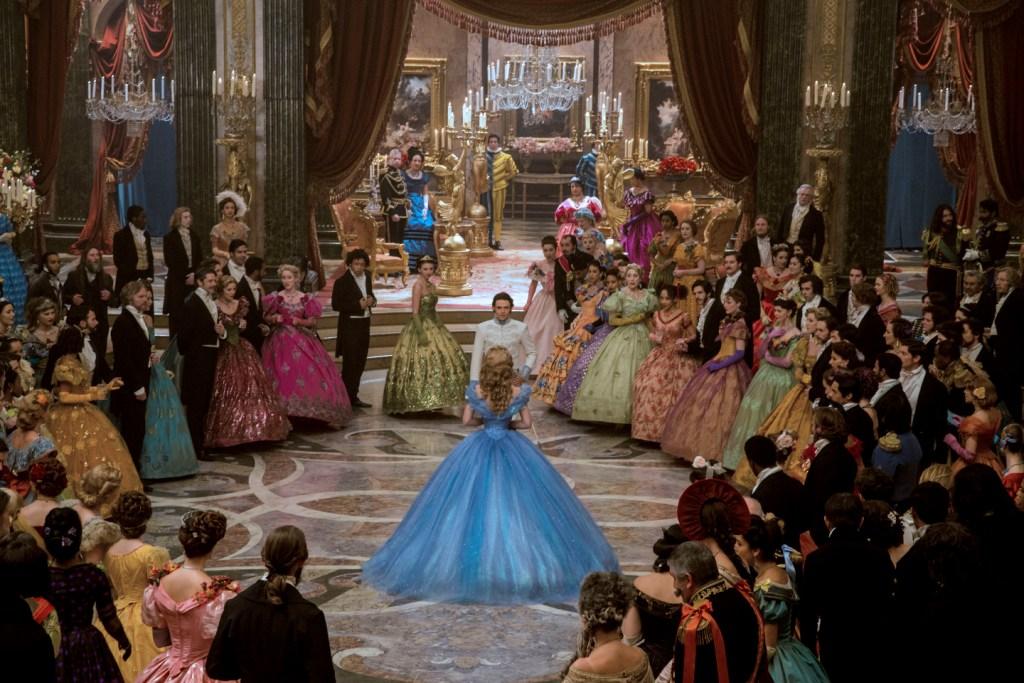 7e274e0f8816 Τα φορέματα που θα προτείναμε στη Cinderella αν πήγαινε σήμερα στο χορό