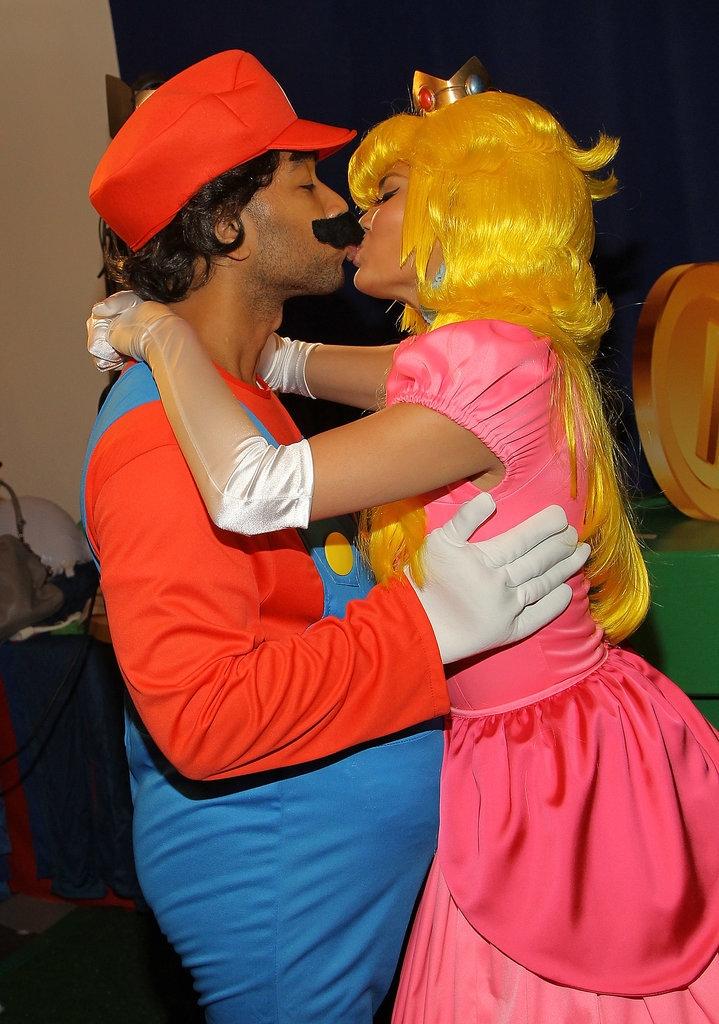 Chrissy Teigen και John Legend ως Princess Peach και Mario