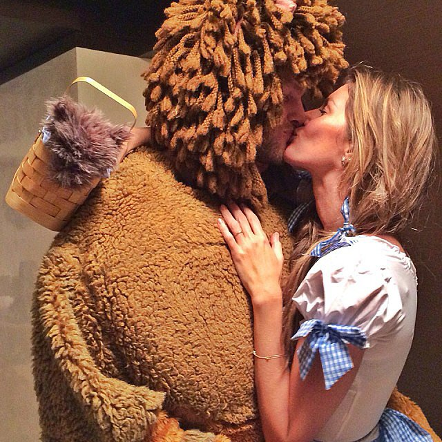 Gisele Bündchen και Tom Brady ως Dorothy και Λιοντάρι
